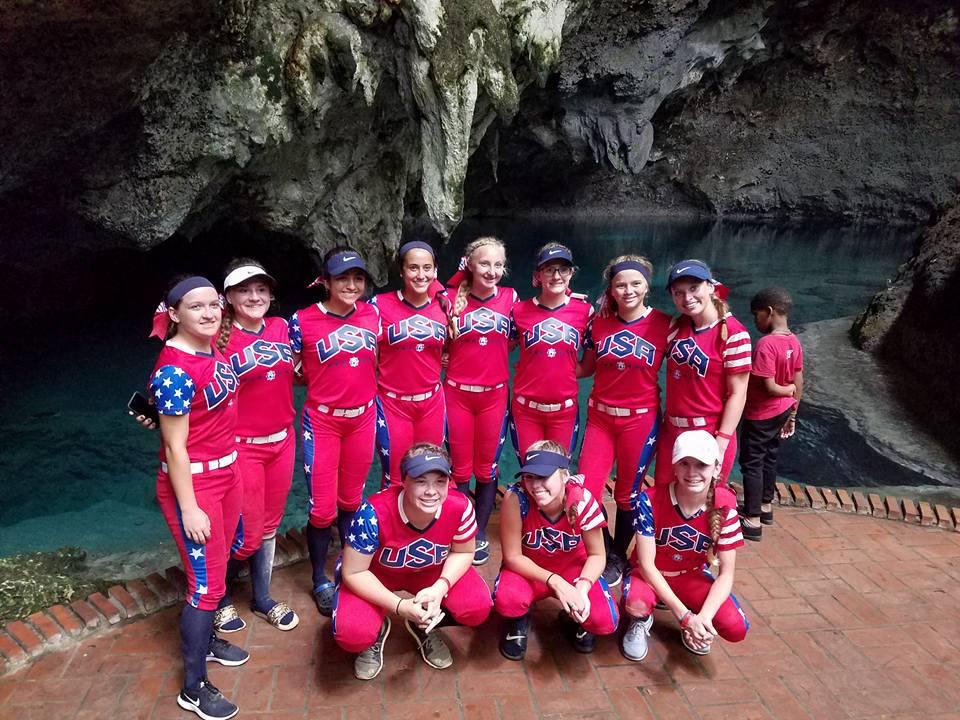 3 holes tour DR team photo